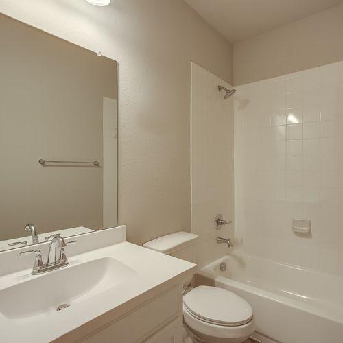 Plan 1524 Secondary Bathroom Representative Image
