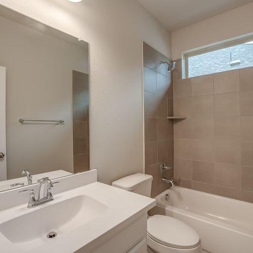 Plan 1522 Secondary Bathroom Representative Image