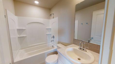 Silvercliff 812 - Main Bathroom - View 1