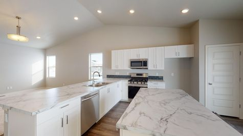 Holly 602 - Kitchen - Example - View 4