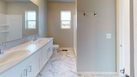 Silvercliff 812 - Master Bathroom - View 1