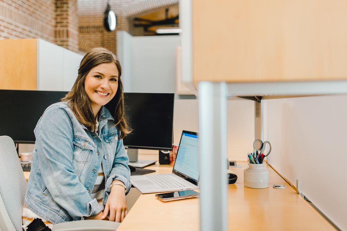 online sales team member