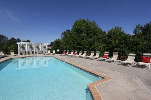 Pool at The Cove at Magnolia Lakes Seating
