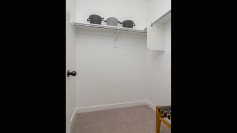 032 Closet