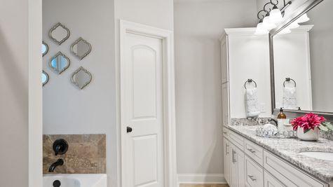 Master Bathroom Suite - The Settlement at Live Oak - DSLD Homes Thibodaux