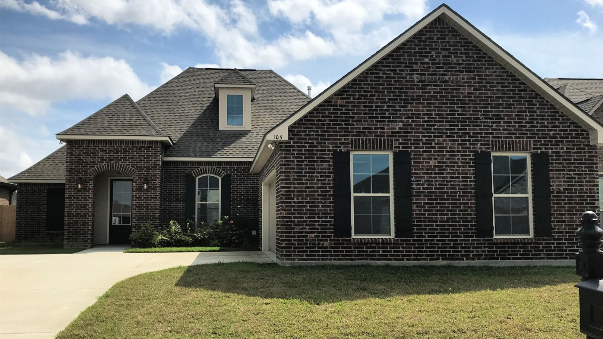 Front View - The Estates at Moss Bluff Community – DSLD Homes Lafayette – Carencro