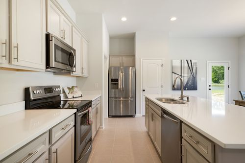 Hunter's Trace - Model Home Kitchen - DSLD Homes - Banbury III A - Baton Rouge, LA