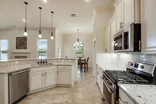 Spring Lakes - Model Home Kitchen - DSLD Homes - Deacon IV A - Covington, LA