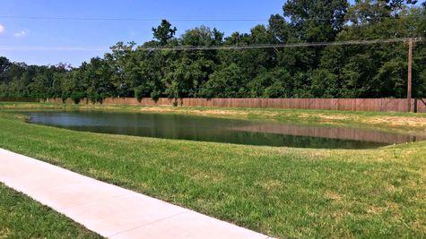 Community Pond - Silver Oaks - DSLD Homes Prairieville