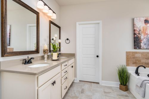 The Hamptons at Piney Creek - Model Home Master Bathroom - DSLD Homes