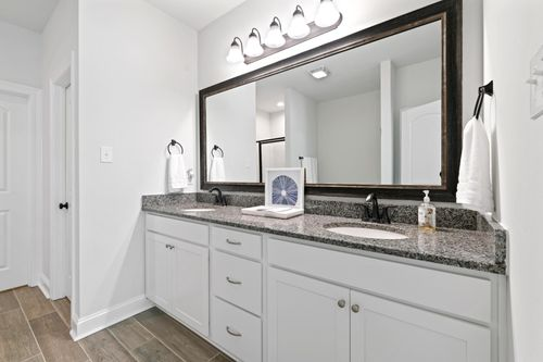 Talon Estates - Model Home Master Bathroom - Trevi III A - Broussard, LA
