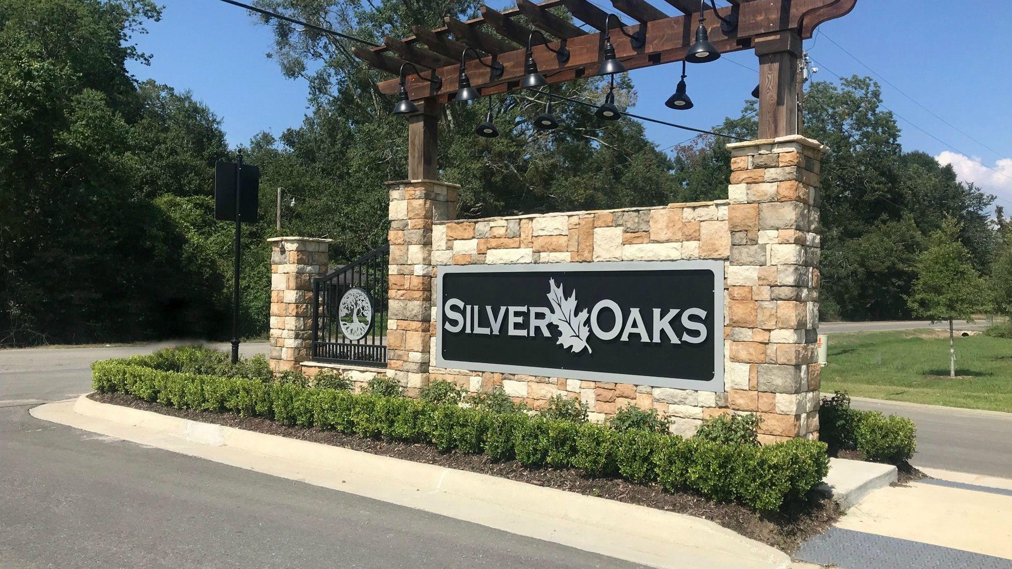 Front Entrance Sign - Silver Oaks - DSLD Homes Prairieville