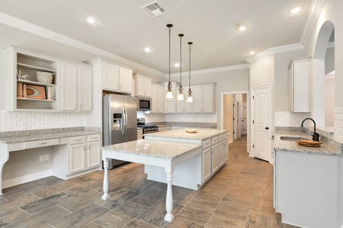 Hawthorne Grove - Model Home Kitchen - DSLD Homes - Renoir III A - Pensacola, FL