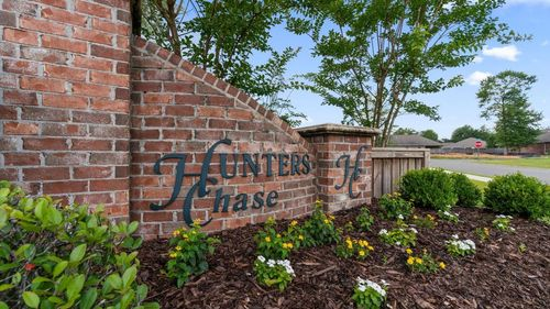 Hunters Chase Front Entrance Sign