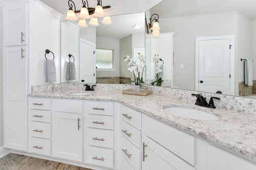Sawyers Ridge - Model Home Master Bathroom - DSLD Homes - Chardin II C - Cantonment, FL