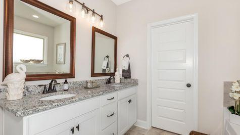 Parkside - Colebrook II A - DSLD Homes - Meridianville, AL - Model Home Master Bathroom