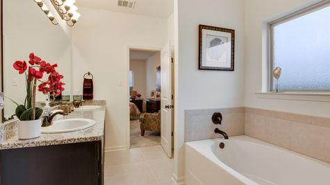 Master Bathroom Suite - Summerview - DSLD Homes Lafayette