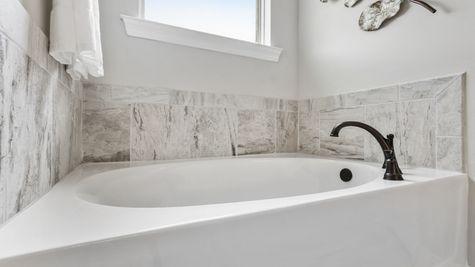 Master Bathroom Suite - DSLD Homes - Foley - Ledgewick