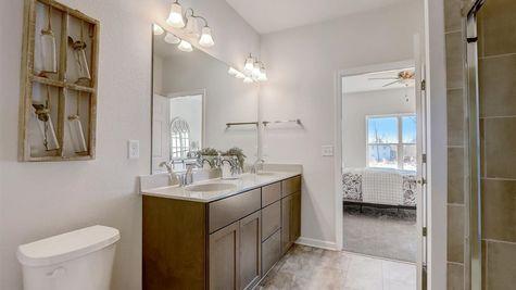 7615 W Park Circle Way Owners Bathroom - Halen Homes