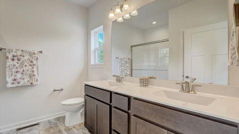 818 Bridlewood Drive, owners bathroom