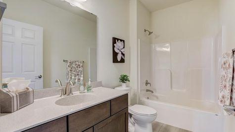 The Breckenridge Full Bathroom - Halen Homes