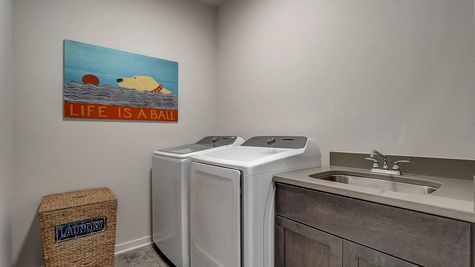 The Juliet Laundry Room - Halen Homes