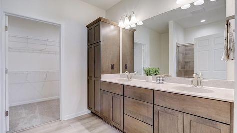 The Breckenridge Owners Bathroom - Halen Homes