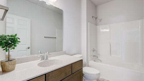 7615 W Park Circle Way Hall Bathroom - Halen Homes