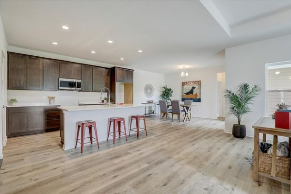 818 Bridlewood Drive, kitchen and dinette
