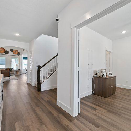 Landing at Providence model entryway | HistoryMaker Homes