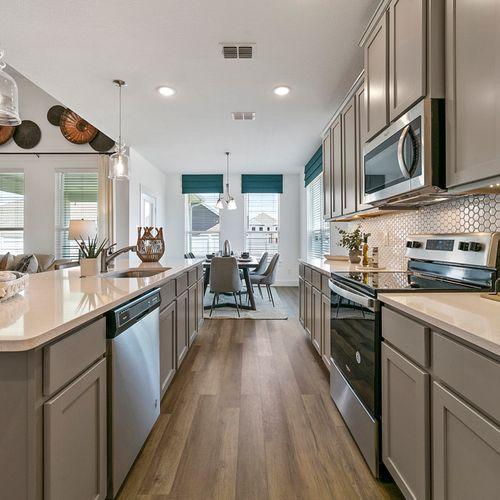 Landing at Providence model kitchen 2 | HistoryMaker Homes