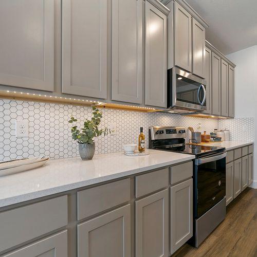 Landing at Providence model kitchen 4 | HistoryMaker Homes