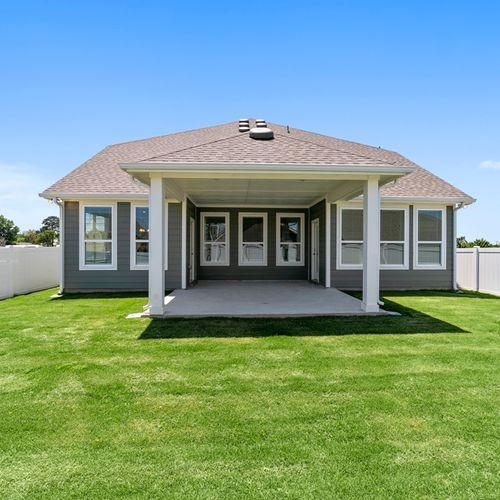 Landing at Providence covered back yard 2 | HistoryMaker Homes