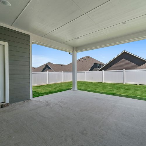 Landing at Providence covered patio | HistoryMaker Homes