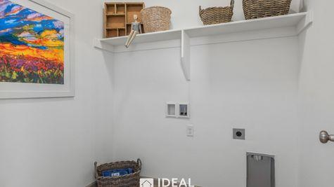 Holloway Laundry Room