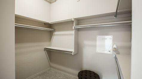 Oakland Master Walk-In Closet