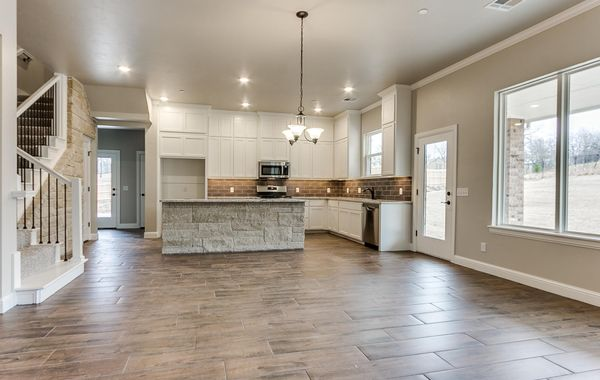 Luxury kitchen in Choctaw.  Homebuilder 4Corners Homes