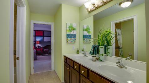 Large upstairs Bathroom in Brandywine