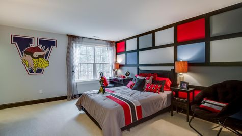 Bedroom in Brandywine with same decor and carpeting