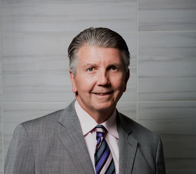 """John """"Chip"""" Davis DDS, MD, Spine Surgeon"""