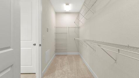 PV074 Apopka Owners Suite Walk-In Closet