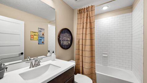 Royal Model - Bonus Room Bath