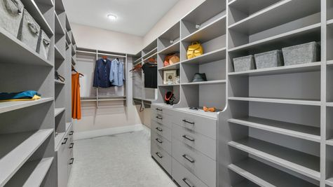 Royal Model - Owners Suite Closet