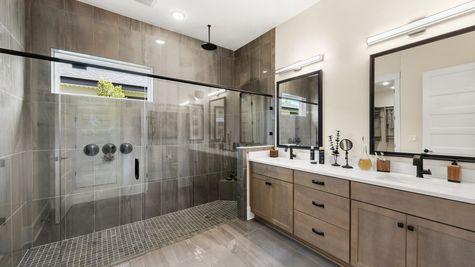 Royal Model - Owners Suite Bath