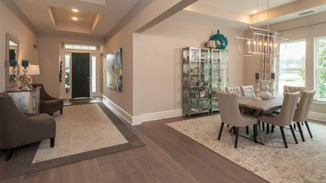 Monroe Model - Dining Foyer View