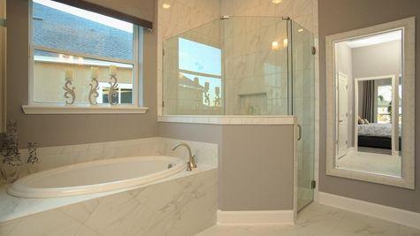 Lafayette Owners Bath