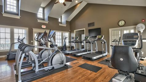 19 16470 W 165TH-CLUBHOUSE GYM