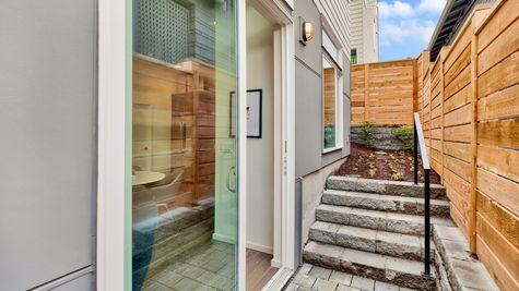 Side Yard of 926 N 35th Street in Seattle by Sage Homes Northwest
