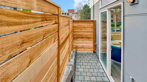 Side Yard and Fence of 926 N 35th Street in Seattle by Sage Homes Northwest