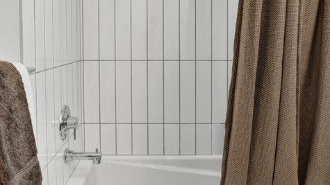 Bathtub of 926 N 35th Street in Seattle by Sage Homes Northwest